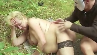 Mature anal fuck in the forest