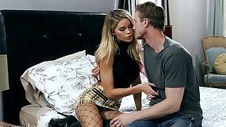 Bitchy blonde Jessa Rhodes worships a hard big cock of her new boyfriend